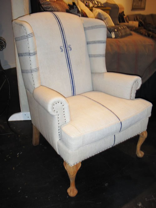 Charmant French Country Small Wingback Chair