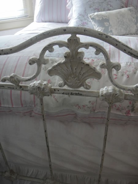 Cottage Chic Iron Beds Shabby Chic